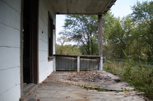IMG_2781-porch-abandoned-house-2