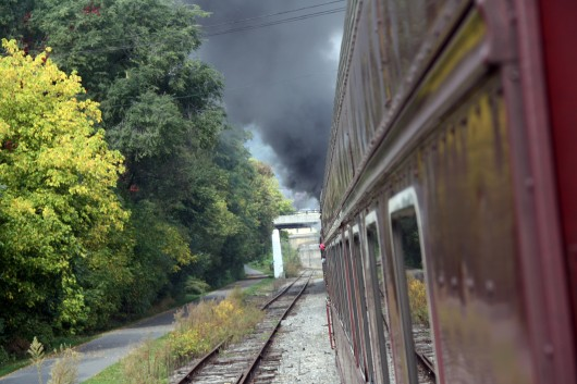 IMG_2795-train-barrels-towards-bridge