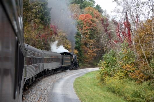 IMG_2987-train-around-bend