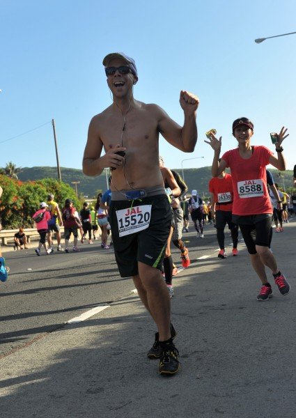 Course turns around at 2013 Honolulu Marathon